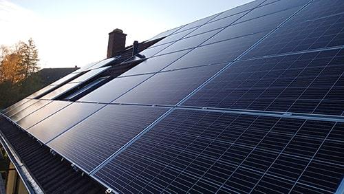 Solaranlage Photovoltaikanlage auf Satteldach - installiert durch Paul&Paul GbR